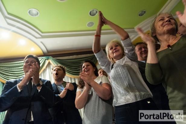 Noc wyborcza. PiS świętuje, PSL czeka - Zdjęcie główne