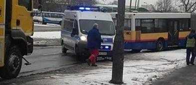 Autobus wpadł w poślizg na Chopina. Trzeba go było odholować - Zdjęcie główne
