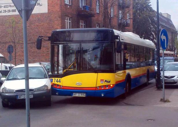 Zderzenie autobusu z samochodem [FOTO] - Zdjęcie główne