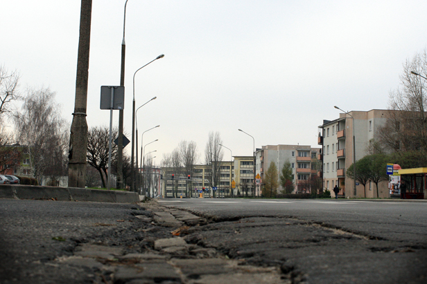 Główna ulica Podolszyc. Dziury, koleiny... - Zdjęcie główne