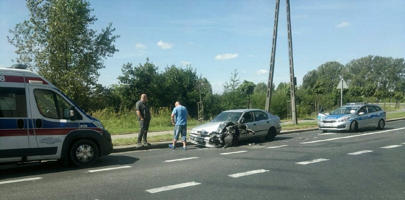 Zderzenie samochodu z autobusem na Radziwiu - Zdjęcie główne