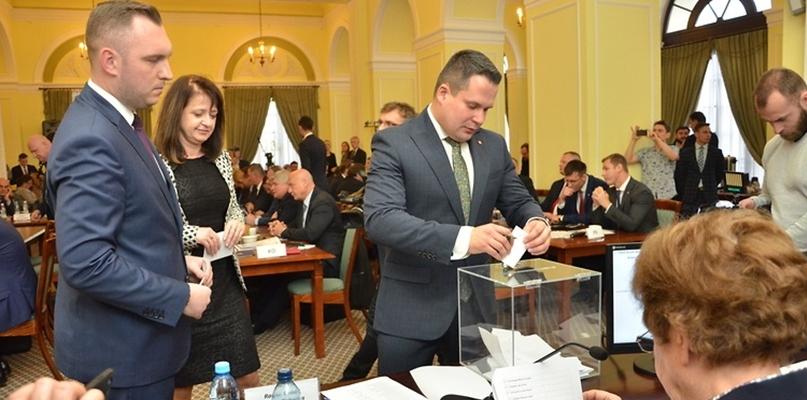 Marszałek województwa mazowieckiego już wybrany na pięcioletnią kadencję - Zdjęcie główne