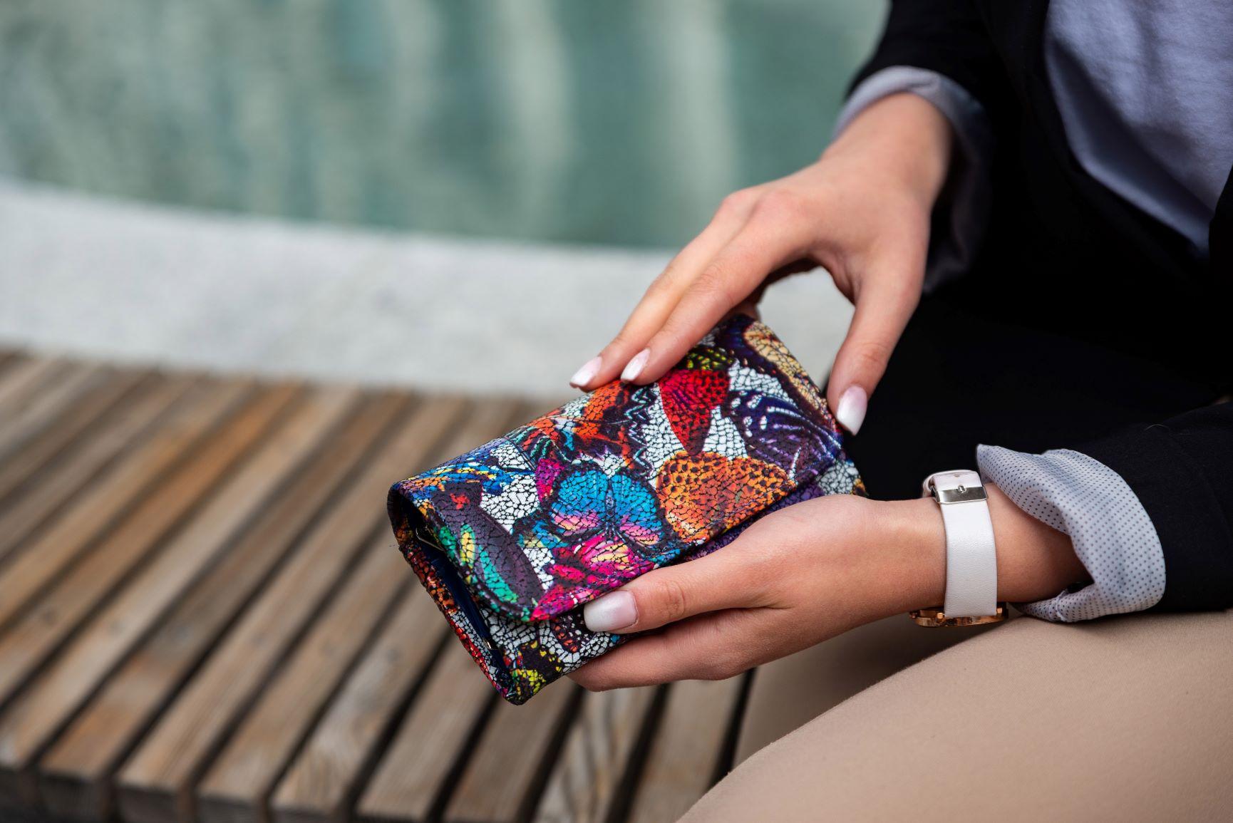 Jakie portfele najczęściej wybierają kobiety? Przekonaj się! - Zdjęcie główne