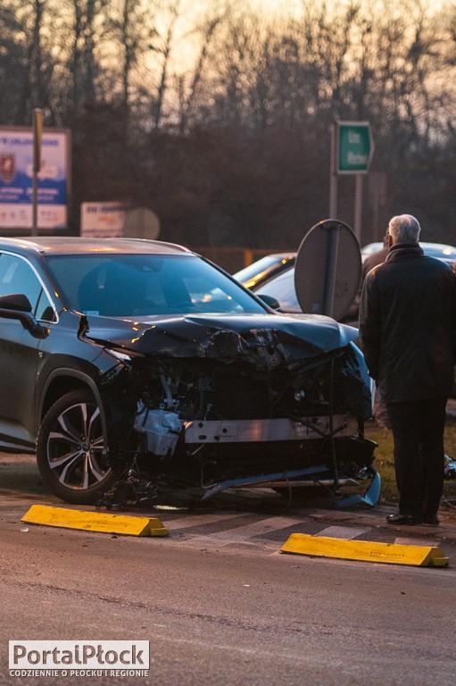 Przy zoo zderzyły się samochody - Zdjęcie główne
