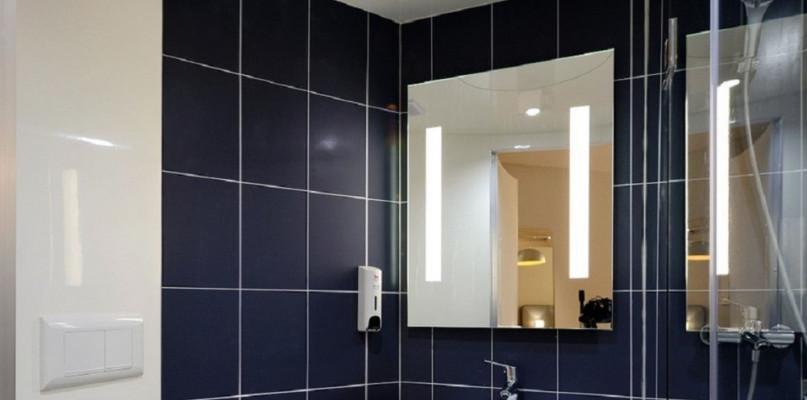 Nowe, niebanalne wystroje łazienek: lustra LED - Zdjęcie główne