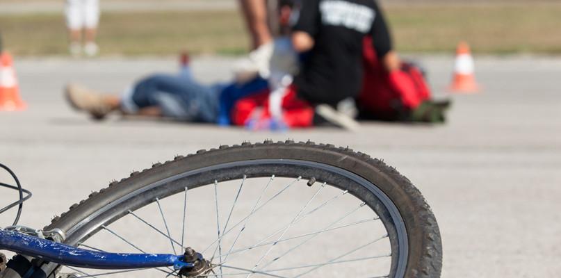 Potrącenie rowerzysty. Jeden pas ruchu zablokowany - Zdjęcie główne