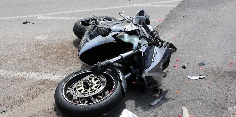 Wypadek. Motocyklista w ciężkim stanie, pasażerka zmarła - Zdjęcie główne