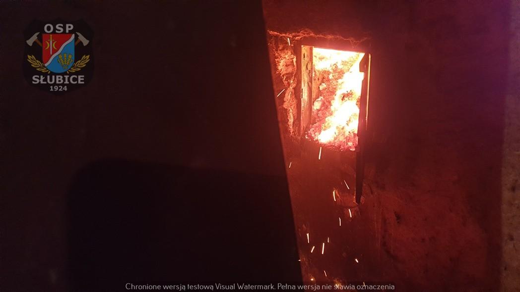 Pożar w powiecie płockim. Ogień w domu wielorodzinnym [ZDJĘCIA, FILM] - Zdjęcie główne