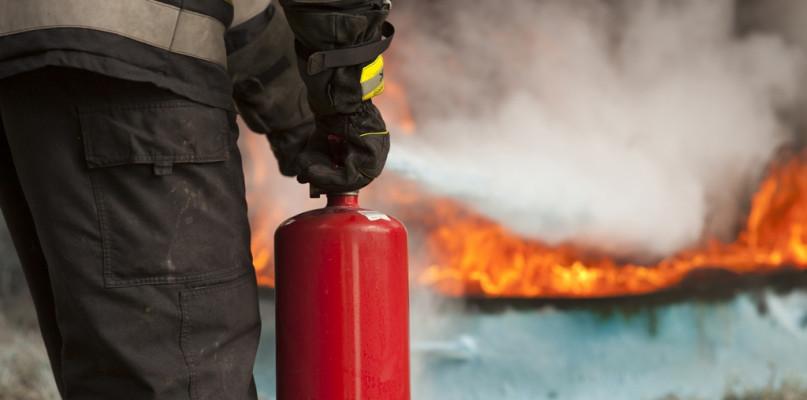 Pożar w kamienicy w centrum miasta. Strażacy przystąpili do akcji - Zdjęcie główne