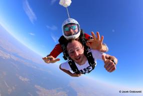 Skoki spadochronowe – doskonały pomysł na niecodzienny prezent! - Zdjęcie główne