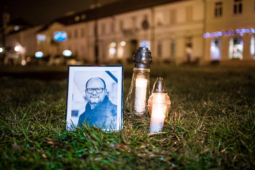 Płocczanie uczcili pamięć Pawła Adamowicza - Zdjęcie główne