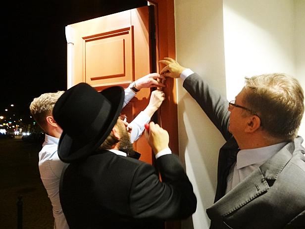 Na drzwiach Muzeum Żydów zawisła mezuza - Zdjęcie główne