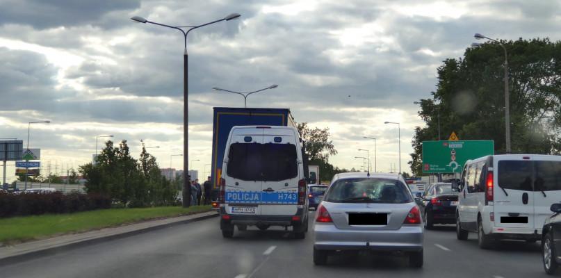 Utrudnienia przed Rondem Wojska Polskiego. Zderzenie tira z osobówką - Zdjęcie główne