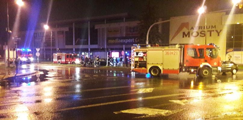 Zderzenie samochodów przy Atrium Mosty [FOTO] - Zdjęcie główne