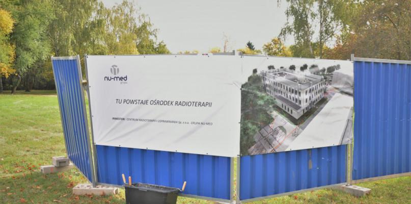 Budowa ośrodka radioterapii się ociąga. Umowa może zostać rozwiązana - Zdjęcie główne