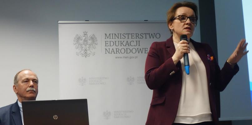 Minister edukacji Anna Zalewska z pokorą prosi o... cierpliwość - Zdjęcie główne
