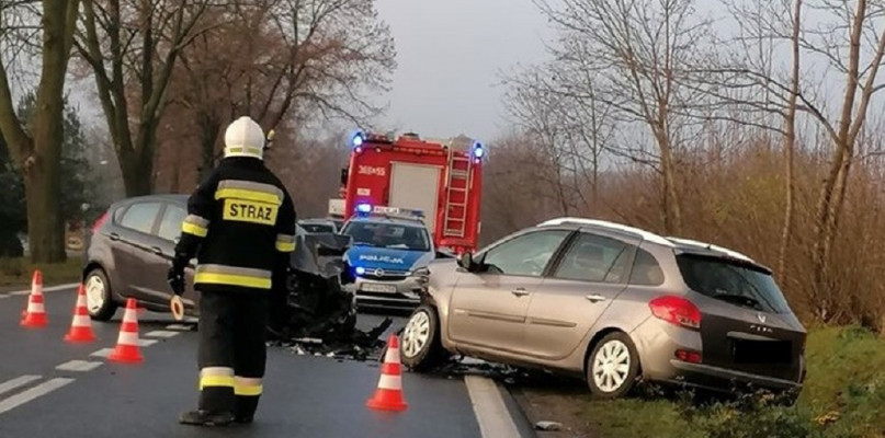 Zderzenie trzech samochodów na Bielskiej. Droga zablokowana - Zdjęcie główne