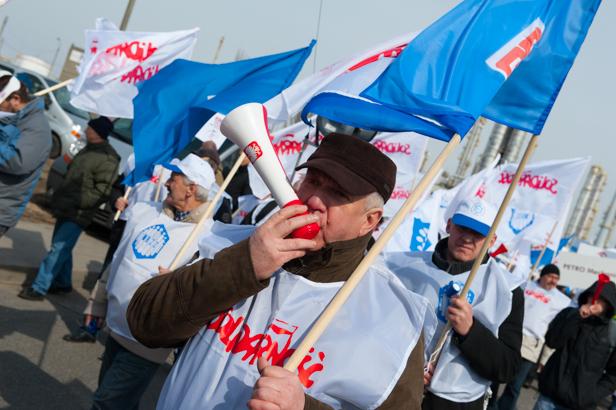 Gorąco w Orlenie. Tysiąc osób protestuje - Zdjęcie główne