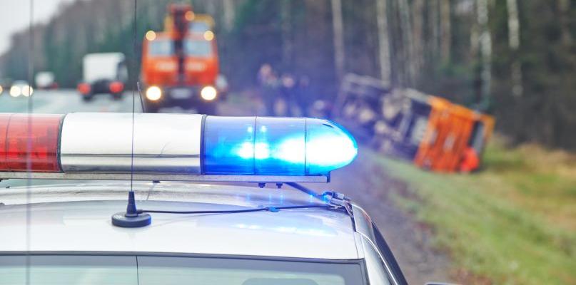 Wypadek w podpłockiej miejscowości. Mężczyzna w szpitalu - Zdjęcie główne
