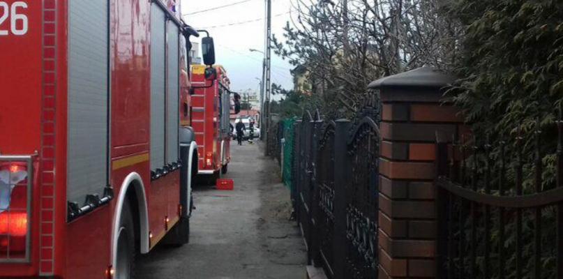 Mężczyzna wjechał w skrzynkę gazową. Mimo reanimacji kierowca zmarł - Zdjęcie główne
