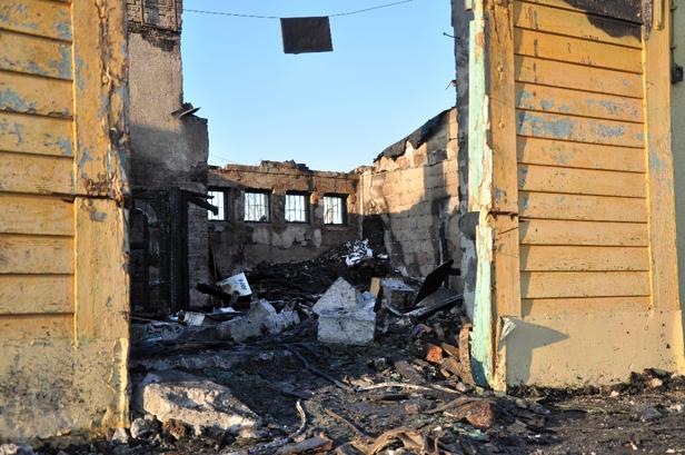 Pożar hurtowni podłóg [FOTO] - Zdjęcie główne