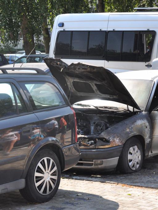 Na Wielkiej Płycie płonął samochód - Zdjęcie główne