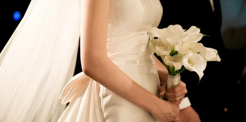 Ślub kościelny. Czego nie wolno, a co jest dozwolone? Biskup wprowadził instrukcje  - Zdjęcie główne