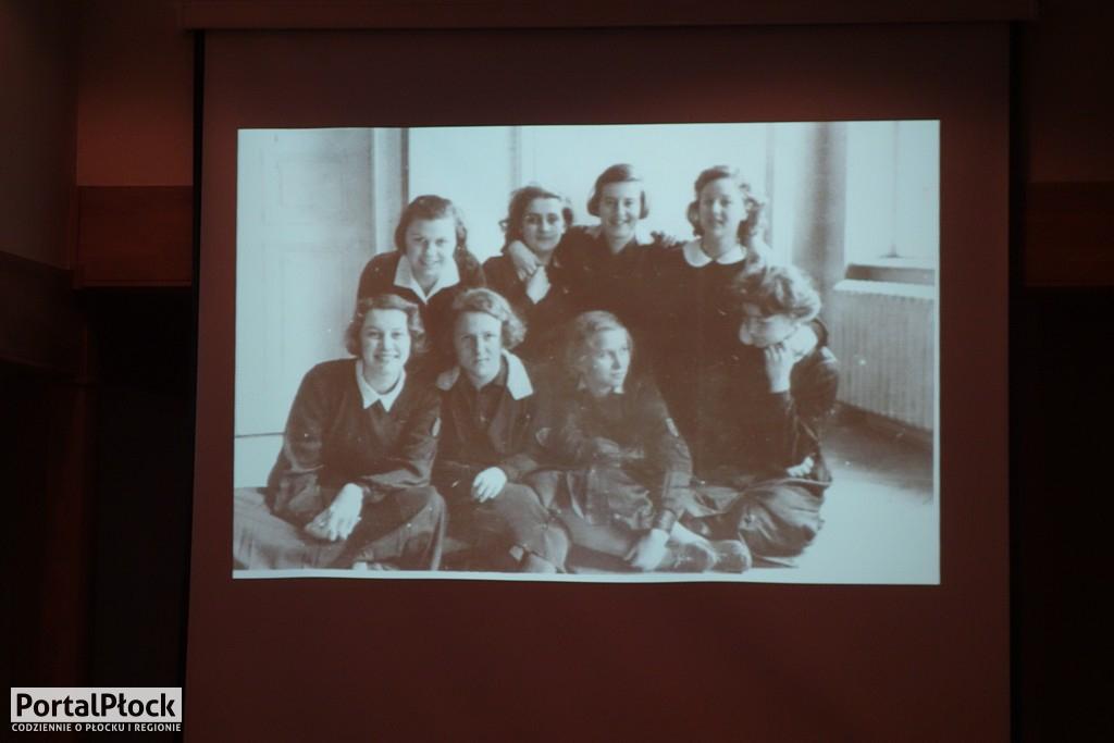 Dziewczyny z jednej klasy - Zdjęcie główne
