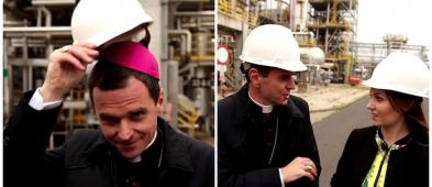 Ekipa TVP na terenie Orlenu. Przed kamerą... biskup w kasku [FOTO] - Zdjęcie główne