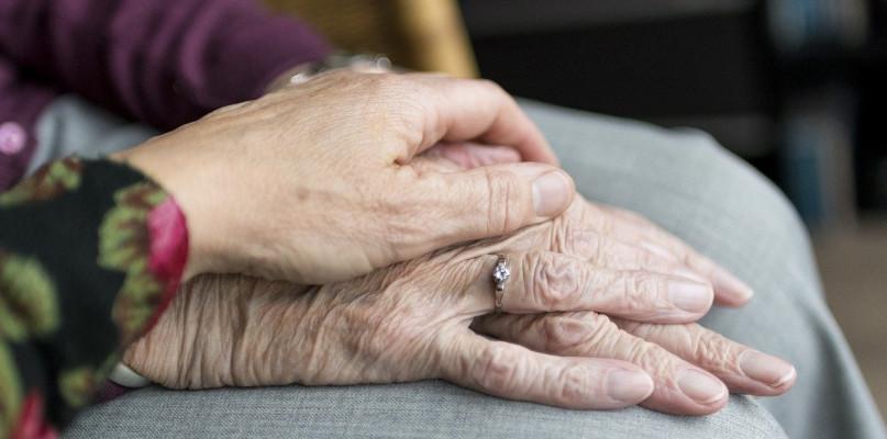 Praca opiekuna osoby starszej – dlaczego warto pracować w tym zawodzie? - Zdjęcie główne