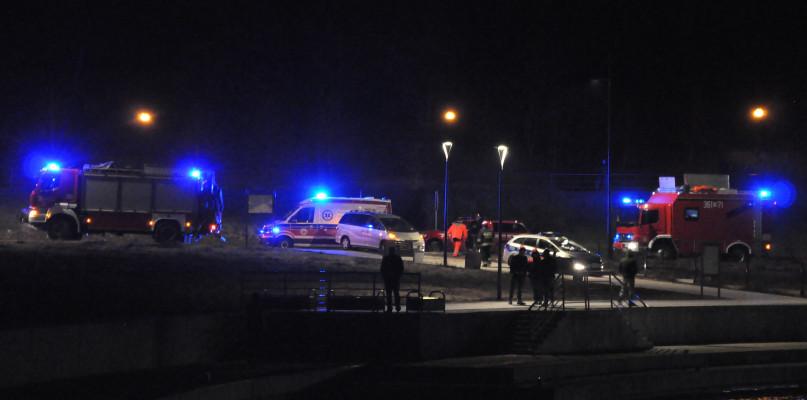 Auto wjechało do Wisły. Jedna osoba bez funkcji życiowych, trwają poszukiwania  - Zdjęcie główne