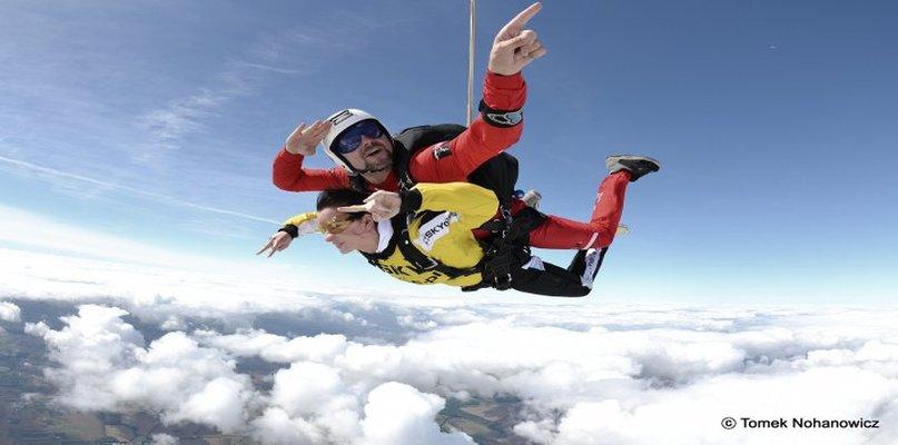 Skoki spadochronowe w tandemie – zarezerwuj już teraz! - Zdjęcie główne