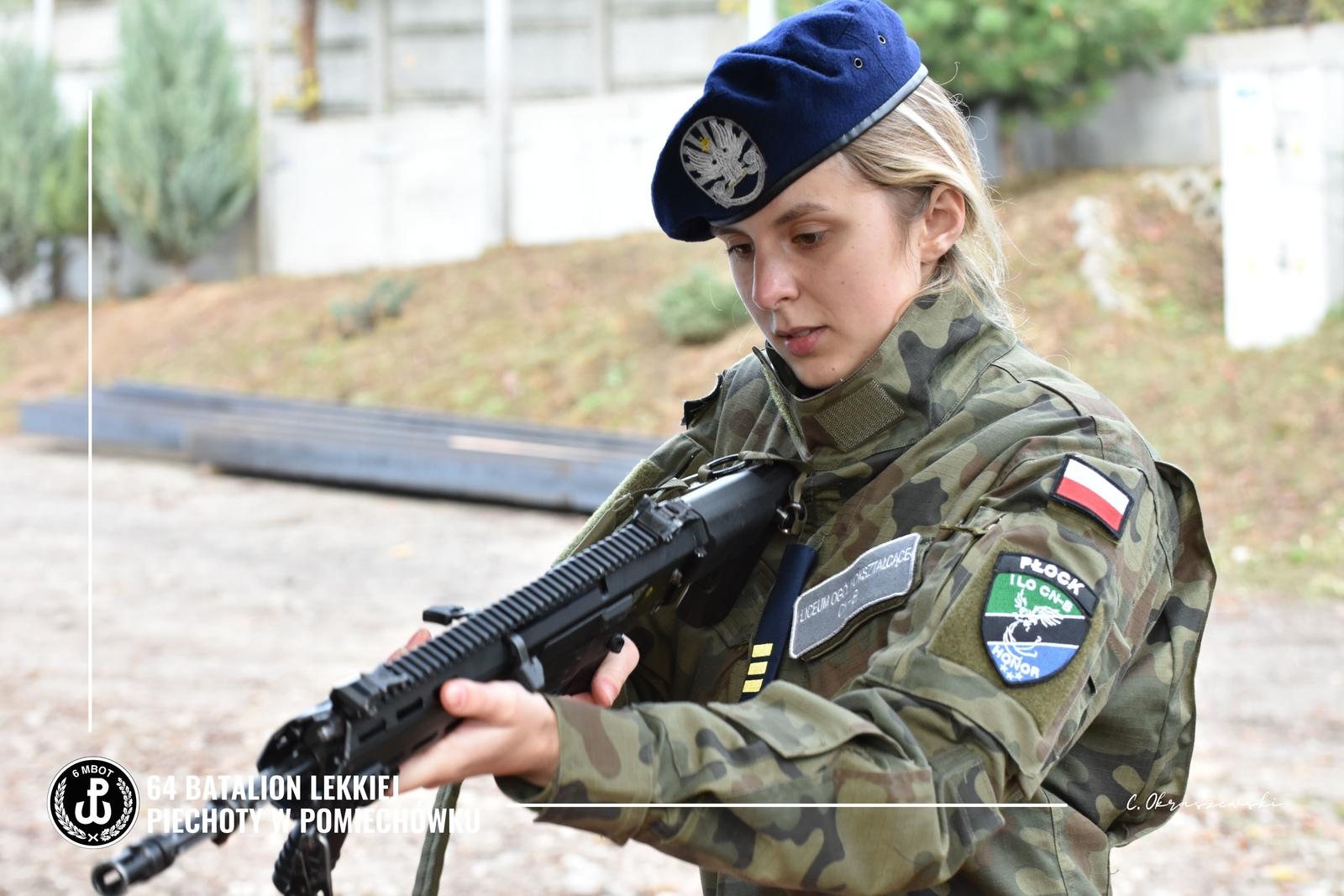 Jeśli chcesz pokoju, gotuj się do wojny. Uczniowie z Płocka szkolą się z żołnierzami [ZDJĘCIA] - Zdjęcie główne