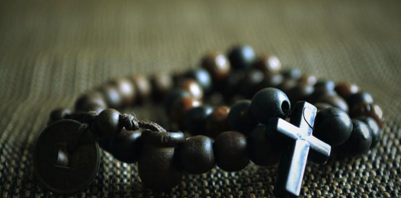 Obrączki różańce – religijne prezenty na wyjątkową okazję - Zdjęcie główne