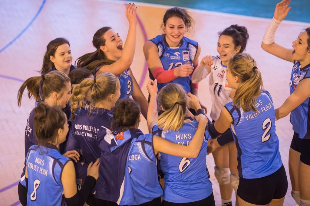 MUKS Volley wygrywa we własnej hali - Zdjęcie główne