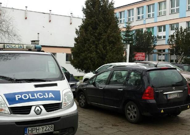 Zaatakowali nożem dwóch uczniów w szkole - Zdjęcie główne