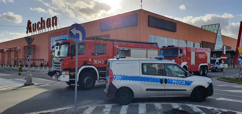Ewakuacja w płockim hipermarkecie. Ogłoszono alarm bombowy [ZDJĘCIA] - Zdjęcie główne