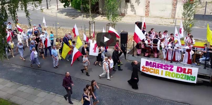 Ulicami Płocka przeszedł marsz. Przyznano ordery św. Zygmunta [FOTO, WIDEO] - Zdjęcie główne