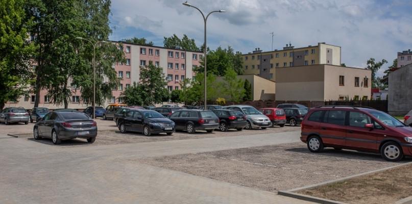 Nowy parking z 60 miejscami postojowymi już dostępny - Zdjęcie główne