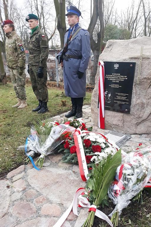 Odsłonili obelisk na terenie komendy - Zdjęcie główne