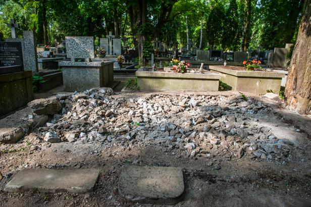 Rozkopali stary grób. Szukają rodziny - Zdjęcie główne