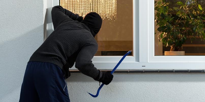 Plaga włamań do domów w mieście i pod Płockiem - Zdjęcie główne