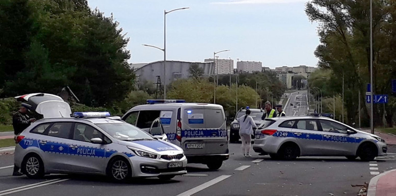 Policjant na motocyklu zderzył się z radiowozem [FOTO] - Zdjęcie główne