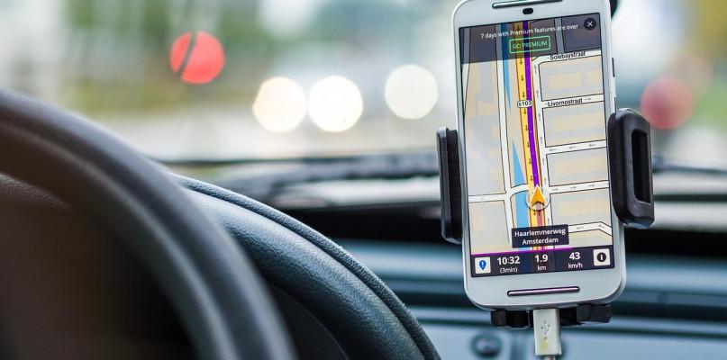 Najczęstsze zdarzenia na drodze. Dlaczego warto ubezpieczyć szyby w samochodzie? - Zdjęcie główne