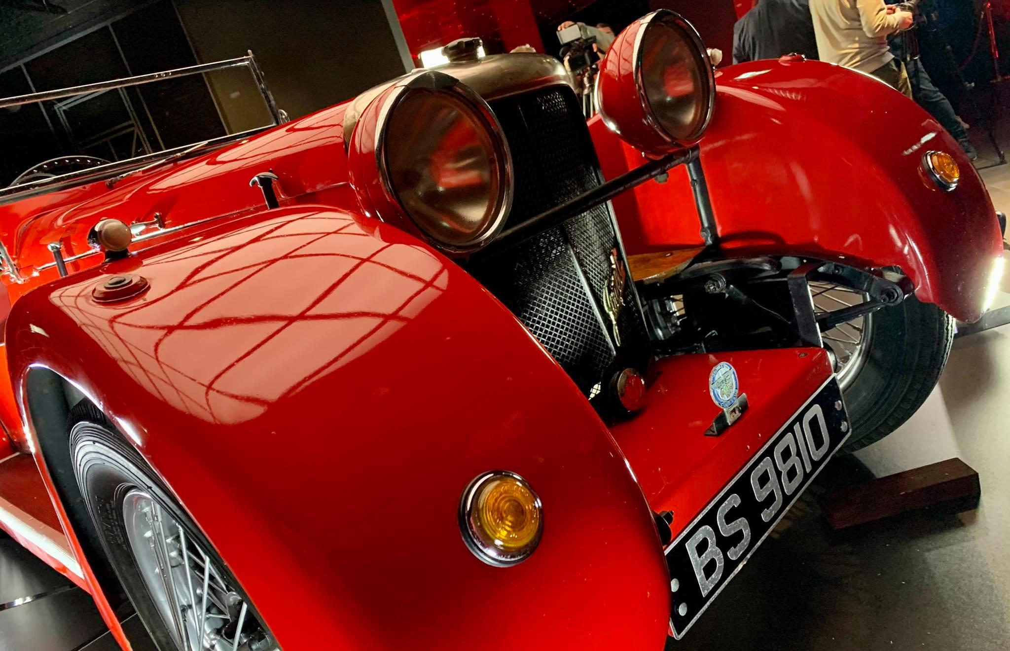Stuletnie auto w Muzeum Art Deco w Płocku. To prezent od PKN Orlen [ZDJĘCIA] - Zdjęcie główne