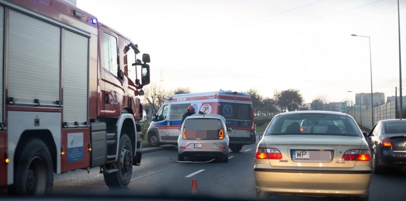 Zderzenie samochodów. Utworzył się korek w stronę centrum - Zdjęcie główne