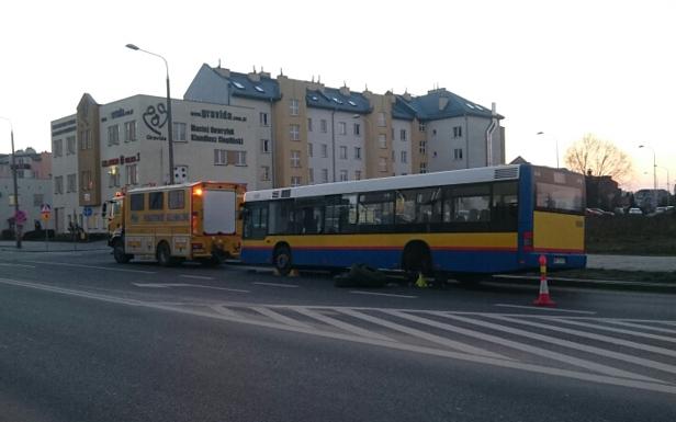 Na Podolszycach autobus blokuje pas [FOTO] - Zdjęcie główne
