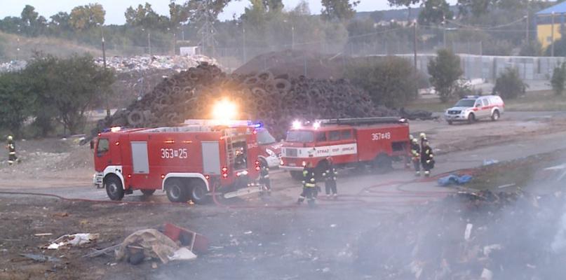 Pożar na wysypisku śmieci w Kobiernikach [FOTO] - Zdjęcie główne