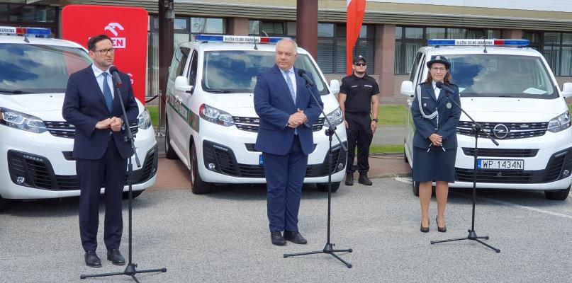 PKN ORLEN przekazał 32 samochody Krajowej Administracji Skarbowej - Zdjęcie główne