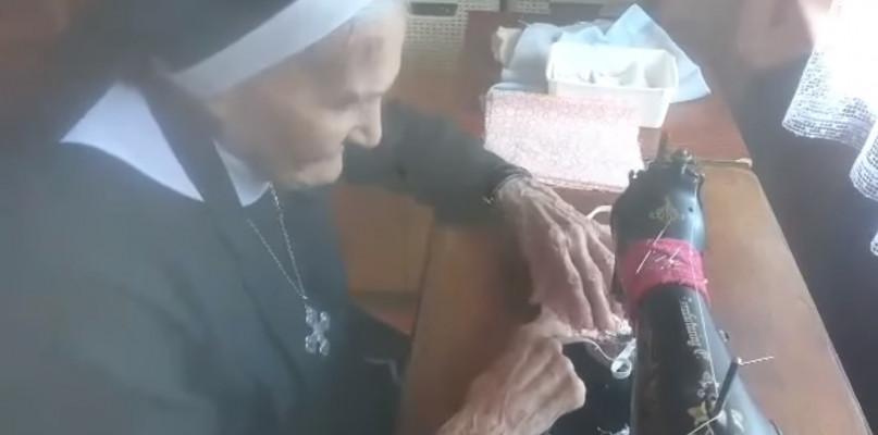 Siostra Walentyna ma 101 lat. W swoje urodziny szyła maseczki [WIDEO] - Zdjęcie główne